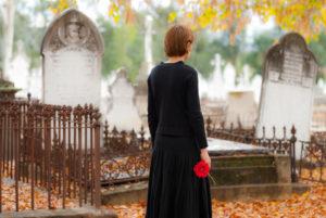 Как правильно одеваться на кладбище приметы