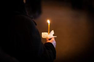 Ритуальная свеча на похоронах