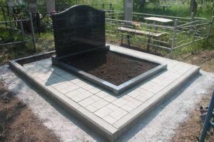 Тротуарная плитка на могиле