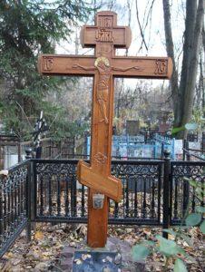 Установка креста на могиле