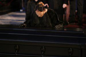 Почему нельзя оставлять умершего одного