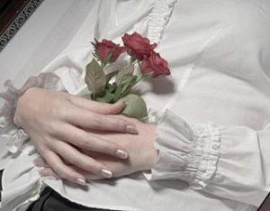 Как складывать руки покойнику